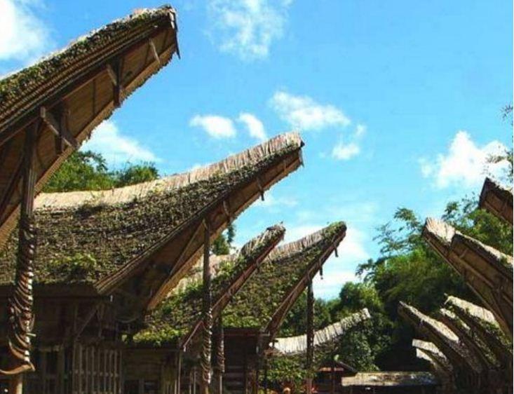 Крыши домов в форме лодки производят неизгладимое впечатление на туристов