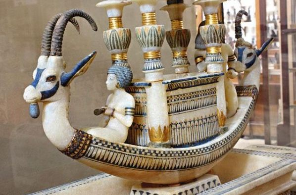 Барка с головами козерогов из гробницы Тутанхамона