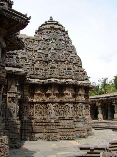 Храм в Сомнатпхуре, построенный в стилистике Хойсалы