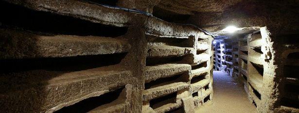 Запутанный лабиринт римских катакомб