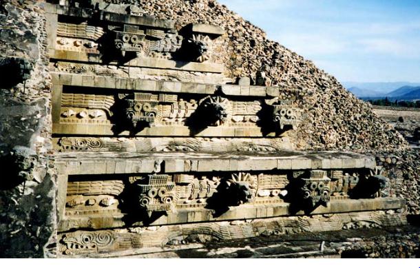 Пирамида Кетцалькоатля в Мексике
