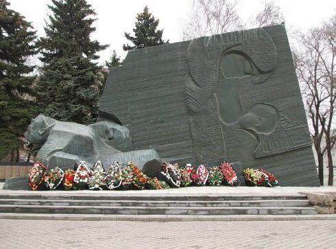 Мемориальный комплекс на братской могиле в Воронеже