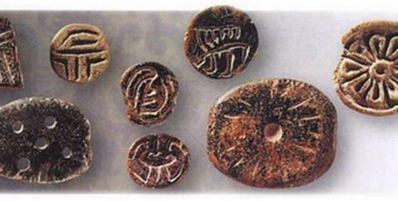 Древнейшие примитивные пуговицы