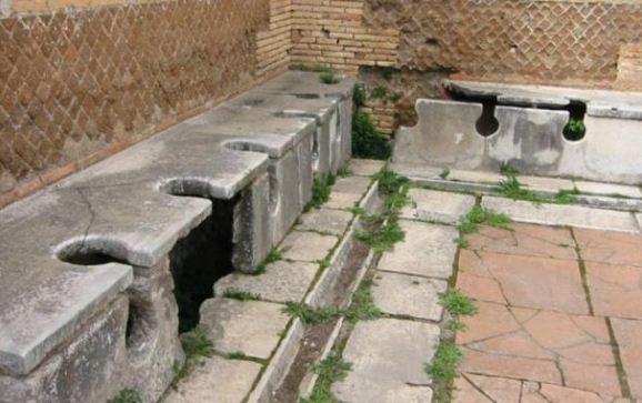 Платные общественные туалеты в Древнем Риме