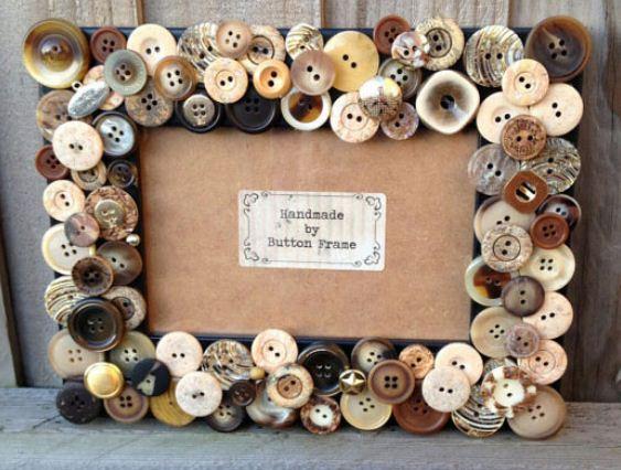 Рамка для фотографий, украшенная пуговицами