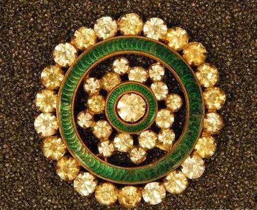 Медная пуговица, инкрустированная бриллиантами и украшенная эмалью. (1820 - 1835 годы)