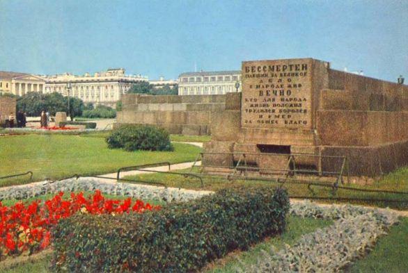 Памятник Борцам Революции на Марсовом поле