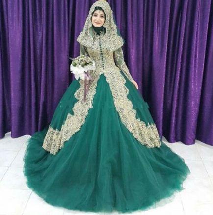 Зеленое платье в мусульманской стилистике