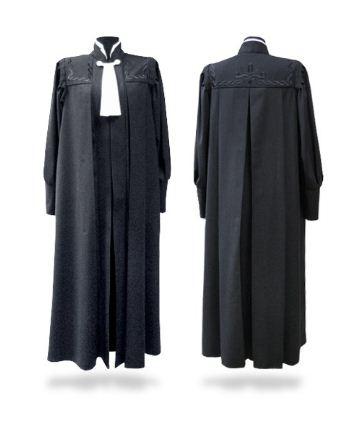 Черная судейская мантия