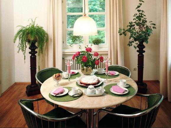 Искусственные цветы для украшения интерьера