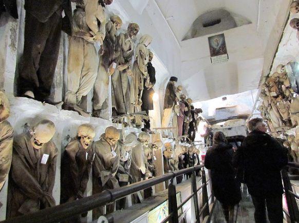 Катакомбы капуцинов - экспозиция мумий