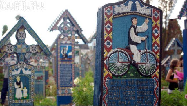 """"""" Веселое кладбище"""" в Румынии"""