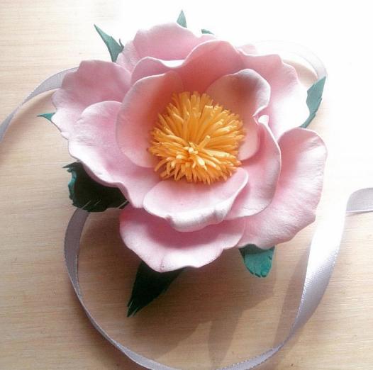 Цветок из фоамирана ручной работы