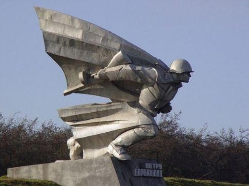 Памятник Герою Советского Союза Петру Барбашову во Владикавказе