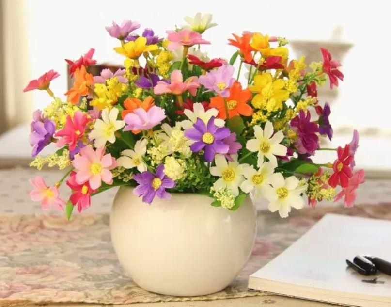 Искусственные цветы и растения долгое время сохраняются в неизменном виде
