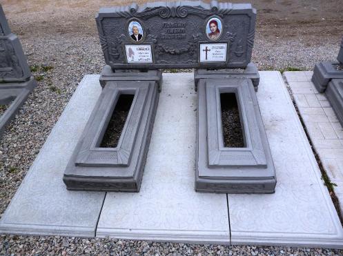Бетонный памятник на две могилы