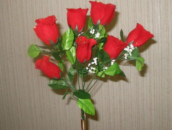 Пластмассовые розы