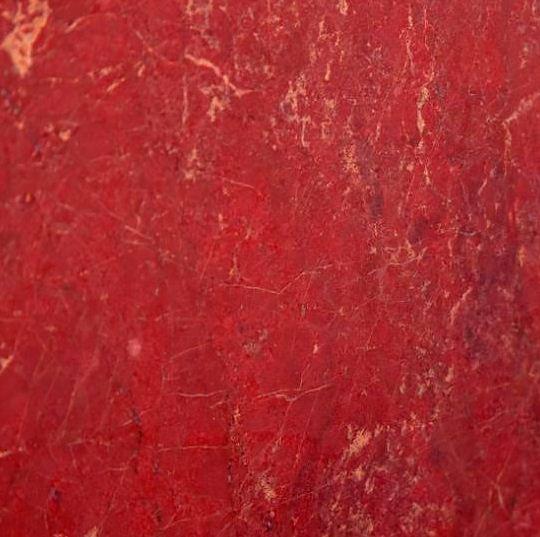 Натуральный мелкозернистый красный мрамор сорта Ducala Red ( место добычи - Турция)