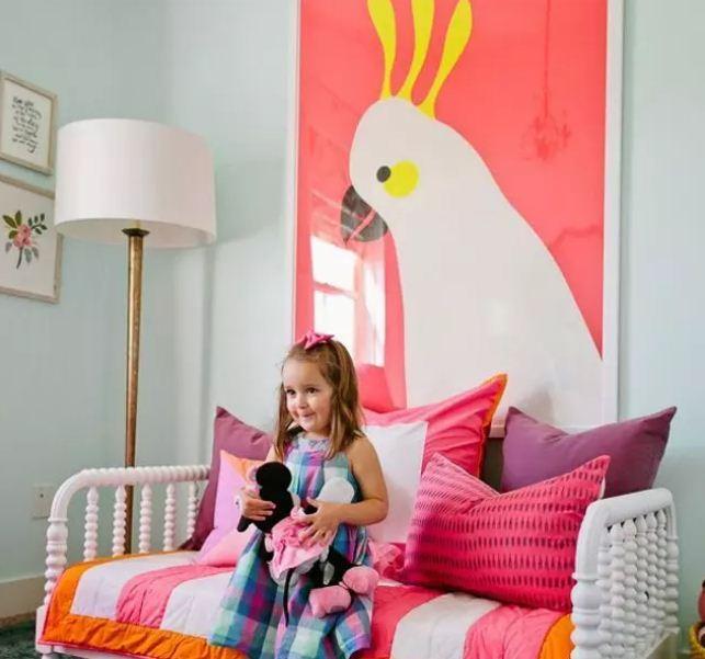 Большой красочный постер с изображением попугая