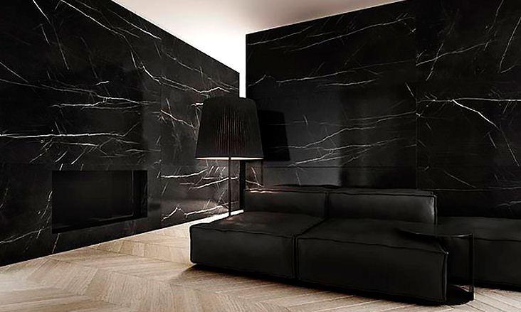Стены в гостиной облицованы черным мрамором