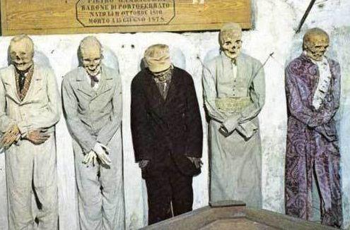 На мумифицированных останках надеты лучшие наряды