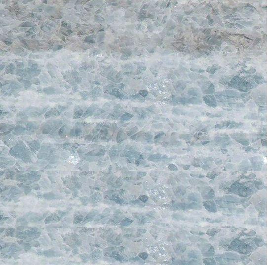 Среднезернистый природный голубой мрамор сорта Cristal Ice ( место добычи - Бразилия)