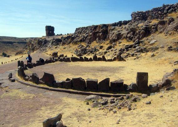 Древнее захоронение в Сильюстани ( Перу)