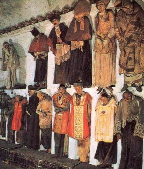 Мумифицированные останки представителей духовенства