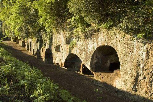 Скальные гробницы этруссков