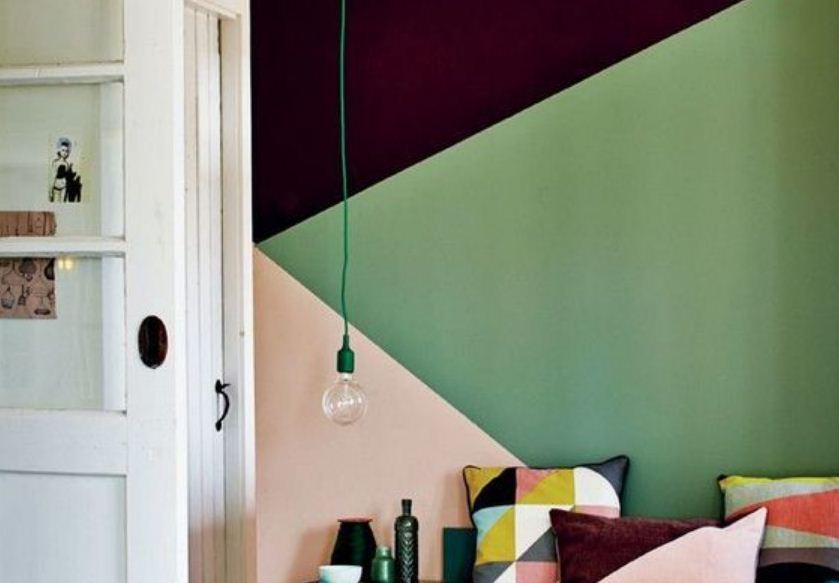 В отделке стен не следует использовать большое количество цветов одновременно