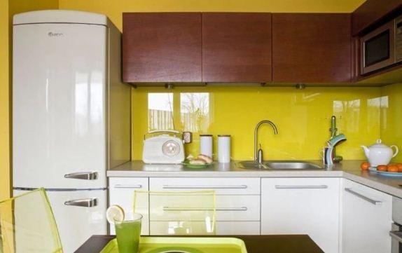 Лимонный цвет в интерьере кухни
