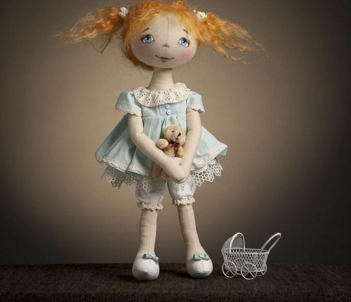 Симпатичная кукла, сделанная своими руками.