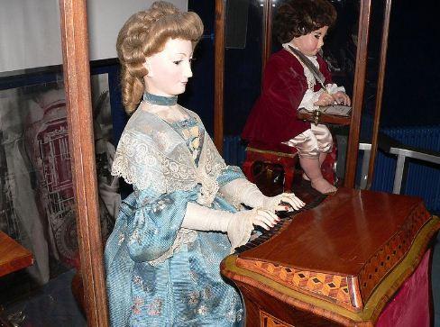 Механическая кукла XVIII века