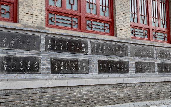 На каменных плитах хранятся важные исторические сведения