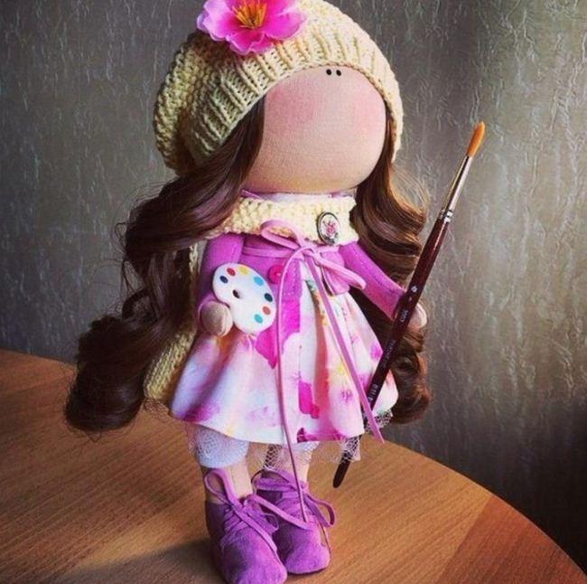 Самодельная кукла - художница
