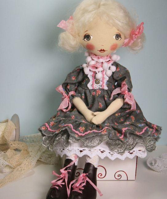 Каждая рукодельница вкладывает в самодельную куклу тепло своих рук
