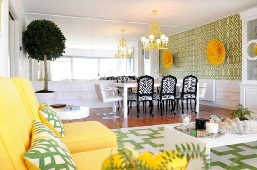 Интерьер столовой с мягкой мебелью лимонного оттенка
