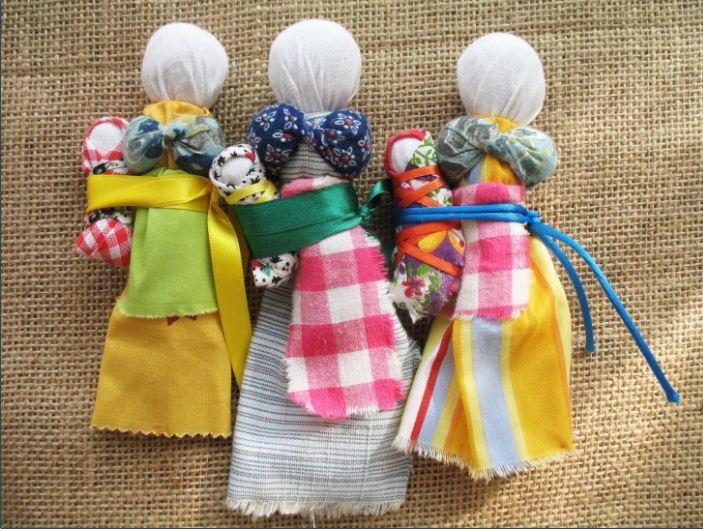 Простейшие самодельные куклы - мотанки