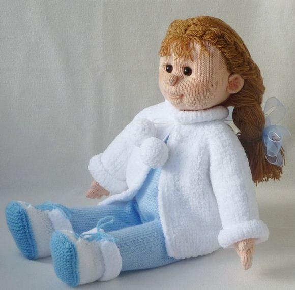 Вязаная самодельная кукла