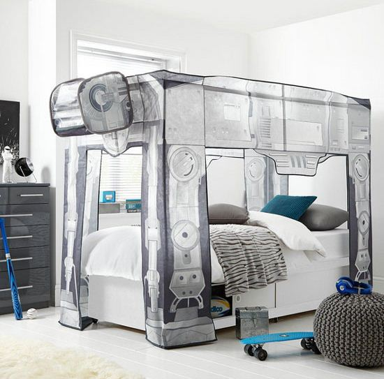 Кровать с декоративным навесом