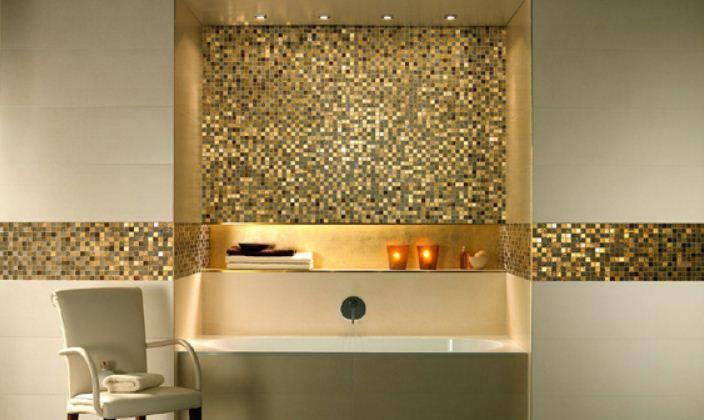 Мозаика золотого цвета сделает интерьер ванной роскошным и богатым