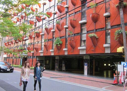 Органическое здание в Осаке - вертикальный сад на стенах