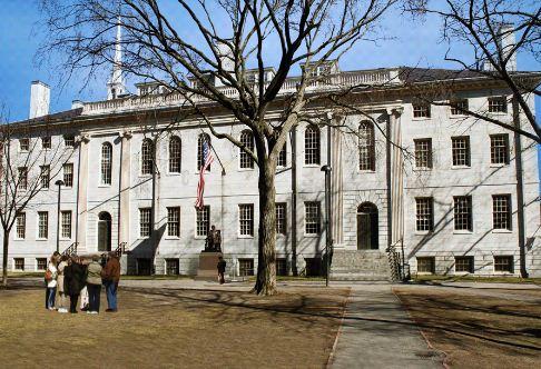 Университетский Холл в Гарварде, Кембридж, штат Массачусетс, США ( 1813 год)