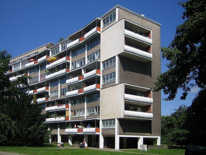 Жилой дом в Ганзафиртель, построенный по проекту Вальетра Гропиуса в 50 - х годах XX века.