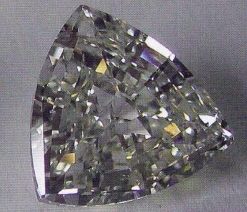 """Драгоценный камень треугольной формы с огранкой """" Триллиант"""""""