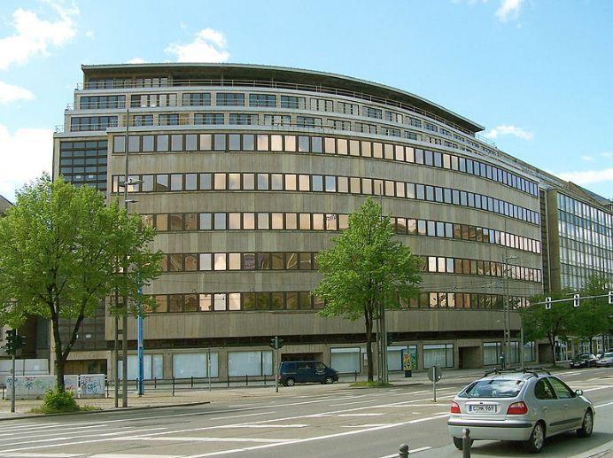 Универмаг Шоккена в Хемнице, построенный в 1927 - 1930 годах по преокту Эриха Мендельсона.