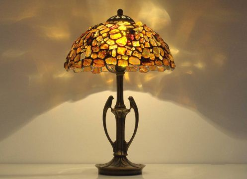 Изысканная лампа из янтаря
