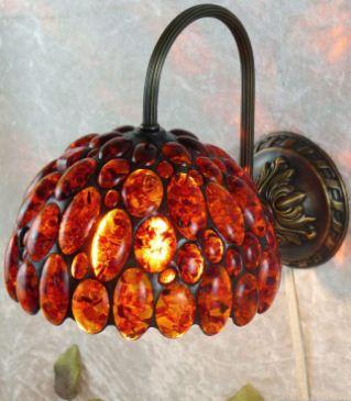 Настенный светильник из янтаря