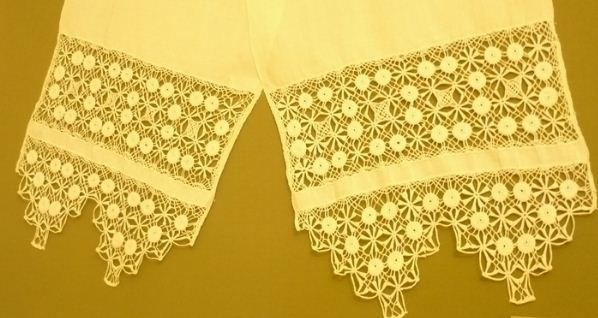 Рушник, декорированный крестецкой вышивкой