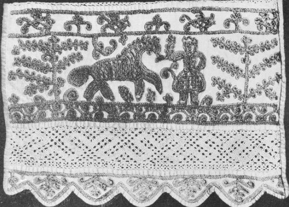 Крестецкая вышивка чаще всего выполнялась на основе светлого, пастельного оттенка